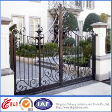 Hermosas puertas ornamentales de entrada de hierro forjado