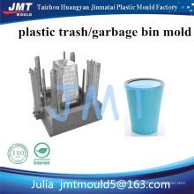 Plastikmülleimer