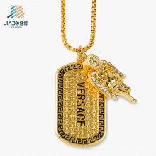 Nueva aleación de fundición de diseño personalizada etiqueta de oro con collar