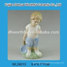 Decoración de boda de cerámica de forma de niño guapo