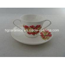 Double poignée Fine Bone China Mug avec soucoupe