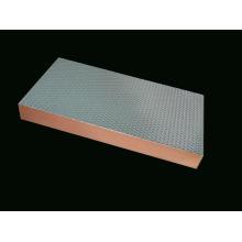 Feuille d'acier gaufrée pour panneau composite