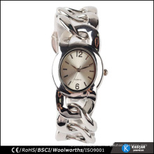 Art und Weiseuhrfrauenarmbandquarz Soem-Fabrik fertigen Uhr an