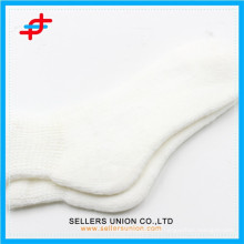 Kundenspezifische weiße Acrylfrauen warme Schlauchsocken für Großverkauf