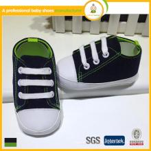 El bebé encantador de la venta caliente 2015 se divierte los zapatos / los zapatos de los deportes de los cabritos / del bebé