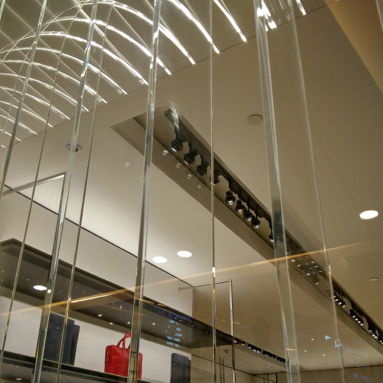 Store Decoration Dior 5