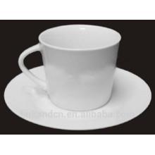 Haonai elegante delicado blanco café de cerámica blanca conjunto con mango especial
