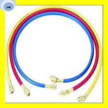 Manguera de goma flexible refrigerante de tres colores con accesorios en ambos extremos