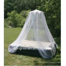 Red de mosquitos circular y una cama de dosel con dosel