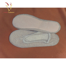 As sapatas internas ocasionais de lãs das mulheres aquecem deslizadores da caxemira do inverno