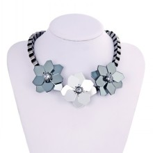 High Quality Flower Shape Beautiful Pendant Necklaces