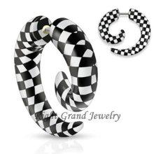 Espirales falsas ULTRAVIOLETA negras y blancas únicas del oído del diseño acrílico ULTRAVIOLETA