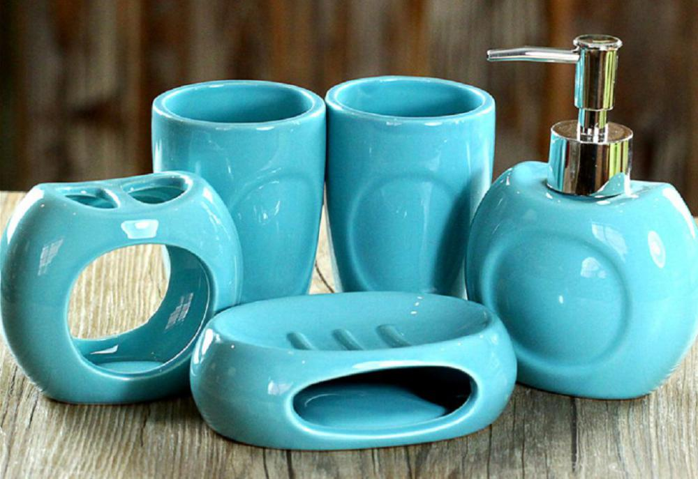 5 PC Of Ceramic Bath Set