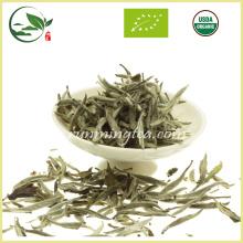 Белый чай с чистым серебристым иглами