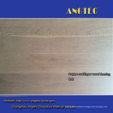 Plancher de bois d'ingénierie blanchi par blanc de chêne blanc de brosse blanche fumé