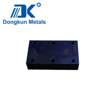Placa de mecanizado CNC de acero al carbono con orificio de perforación