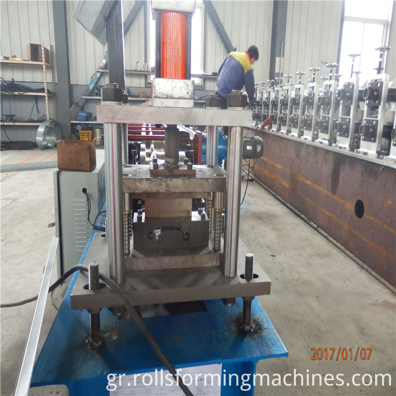 lower cost shutter door machine1