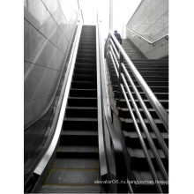 Открытый эскалатор с перилами из нержавеющей стали