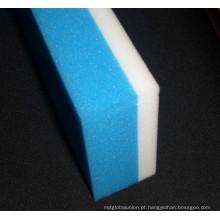 Espuma de limpeza da esponja