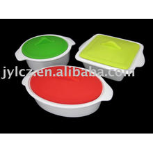 Ceramic casserole with silicone cover