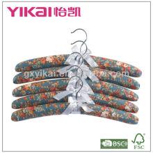 Set aus 5 Stück Baumwolle gepolstert mit gepolsterten Kleiderbügeln