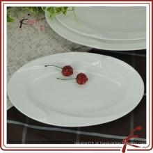 Prato de cerâmica branca oval