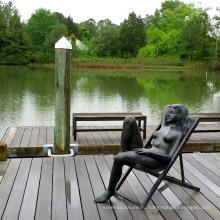 Украшения сада бронзовая обнаженная женщина в шезлонг скульптура