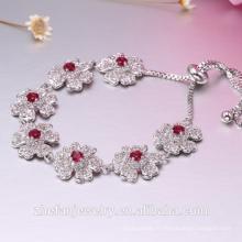 Bracelet en argent finement traité en forme de fleur