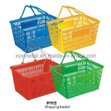 Cesta colorida de compras de plástico de supermercado