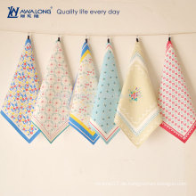 Blumen-Zeichnung Hübscher Entwurf buntes Muster-Baumwoll- und Leinen-Kaffeetisch-Matte, handgemachte Speisetisch-Matte