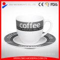 Taza de café de cerámica contratados platillos traje rojo creativo té taza