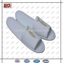 Zapatillas desechables blancas del cuarto de baño del hotel de la alta calidad al por mayor