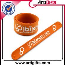 Дешевые собственный логотип мода силиконовой оснастку slap браслет