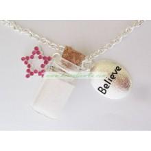 Lustige Kinder glauben Glitzer Halskette