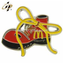 Insignia del esmalte del logotipo de los zapatos de encargo de la aleación del cinc de la venta superior con el perno del metal