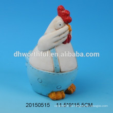 Decoración de cerámica azul con diseño de gallo