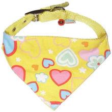 Impressão de coração amoroso fofo amarelo feito sob medida com pequeno sino ajustável cão gato animal de estimação bandana triangular