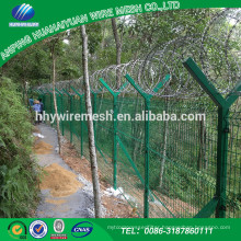 Alibaba Trade Assurance Manufacturer Favorable price new design dark green wire mesh fence
