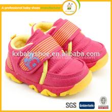 2015 barato bonito quente vendendo genuíno com tpr único flip velcro baixo preço guerreiro mocassim novos sapatos de bebê de couro