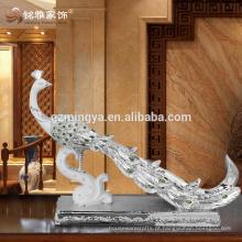 Escultura abstrata, estátua de pavão elegante e elegante, com decoração de jóias em jóias de jóias.