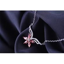 Import Autriche élément de cristal feuille d'érable rouge et bleu collier féminin