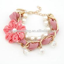 2014 Nueva pulsera linda cultivada de agua dulce hermosa de la perla del diseño para las telas hechas a mano de las flores de las muchachas