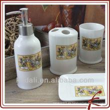 Juego de baño de cerámica con calcomanía de flores