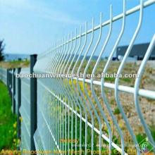 Doblar la cerca blanca del acoplamiento de alambre revestido del pvc