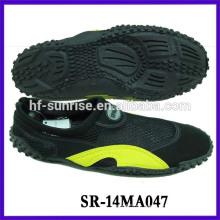 Männer gehen auf Wasser Schuhe Wasserbeweis Schuhe aqua Schuhe
