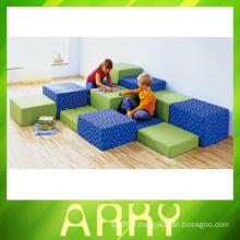 Le fauteuil intérieur intérieur de la carré souple se trouve pour les enfants
