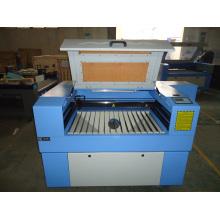 Máquina de corte da gravura do laser do CO2 para o MDF plástico acrílico de madeira