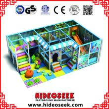 Kleiner billiger Kinderhallenspielplatz