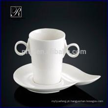 Porcelana, dois, segurar, café, copo, saucer, pequeno almoço, leite, copo, saucer