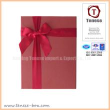 Caja de regalo de embalaje rojo elegante con cinta